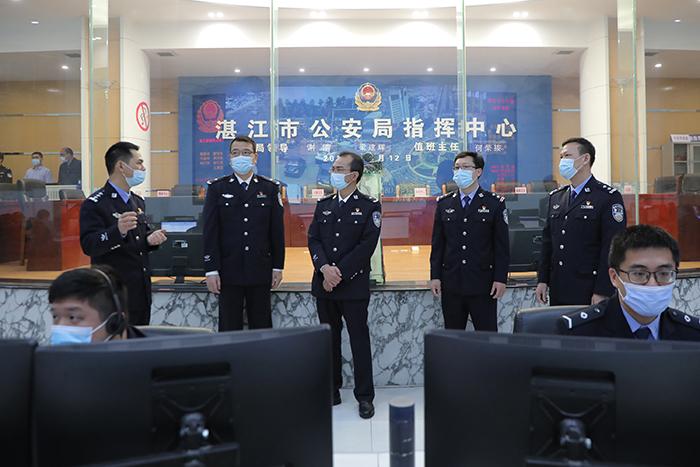 黄益斌同志年初一看望慰问基层一线执勤民警向全市公安民警辅警致以美好的新春祝福