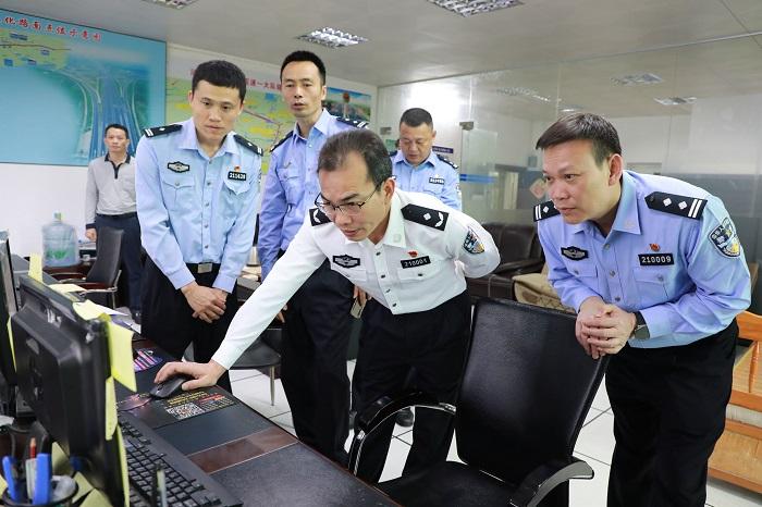 黄益斌同志率队调研,强调稳步推进公安基层基础建设 提前发力完成公安中心工作