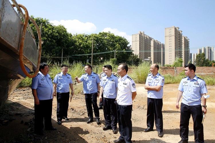 黄益斌同志率队检查全市水域治安整治工作